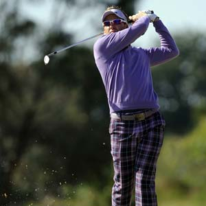 Poulter battles illness to hold Australian Masters lead