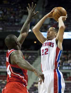 Pistons hold off Hawks 86-85