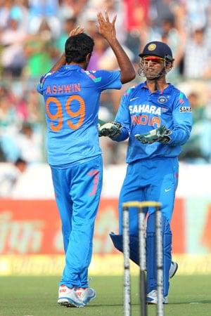 2nd ODI Live Cricket Score: Mahendra Singh Dhoni and R Ashwin