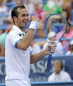 Stepanek stuns Monfils to win Washington title