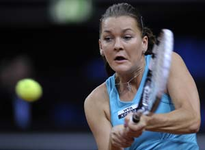 Shoulder injury forces Agnieszka Radwanska out of New Haven