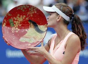 Radwanska defeats Zvonareva for Pan Pacific Open title