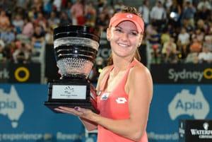 Agnieszka Radwanska crushes Dominika Cibulkova in Sydney final