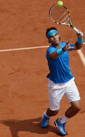Nadal toys with Veic en route to fourth round
