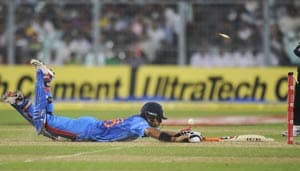Dhoni blames batsmen for T20 loss
