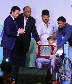 Sachin Tendulkar celebrates Ramakant Achrekar's 81st birthday with school cricket stars