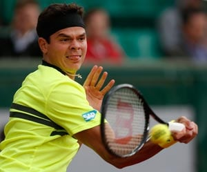 Raonic beats Llodra to reach 3rd round at French Open