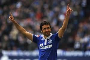 Schalke humble Hannover 3-0 in Bundesliga