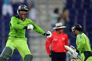 Pakistan fine Razzaq over criticism of Hafeez