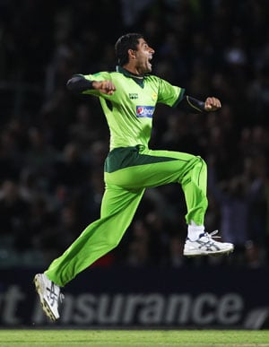 Please select us, Abdul Razzaq, Shoaib Malik urge Pakistan selectors