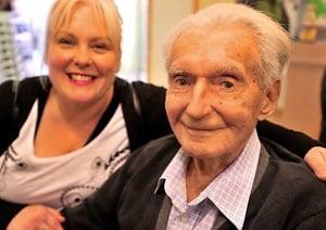 Englands oldest Test player Reg Simpson dies