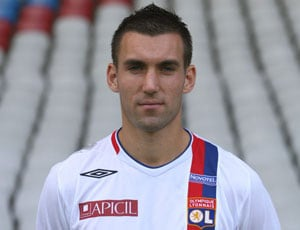 France call up Anthony Reveillere for Italy friendly
