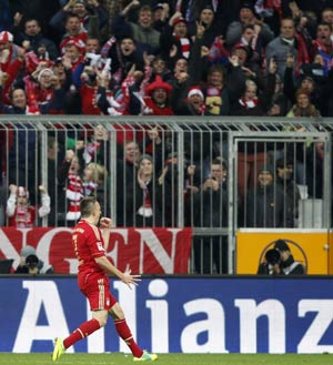 Bayern back in lead with a 4-1 bang