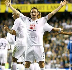 Robbie Keane joins Villa on loan
