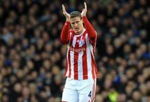 Stoke's Huth breaks drought to down Everton