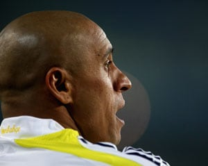 Roberto Carlos threatened by fans for defeat
