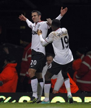 Late equaliser from Robin van Persie keeps Manchester United in FA Cup