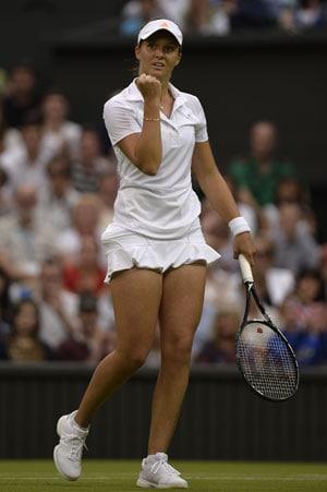 Wimbledon 2013: Laura Robson keeps British flag flying, enters Round 3