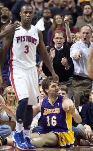 Pistons overcome Bryant, beat Lakers 88-85 in overtime