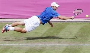 London 2012 Tennis: Andy Roddick sets up Novak Djokovic clash