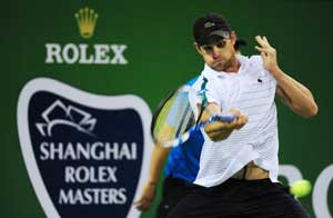 Roddick survives scare in Shanghai