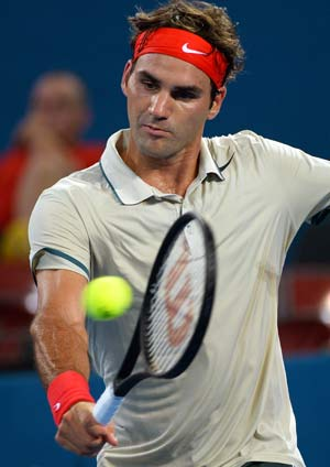 Roger Federer survives scare to reach Brisbane final