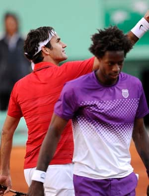 Federer downs Monfils to now face Djokovic