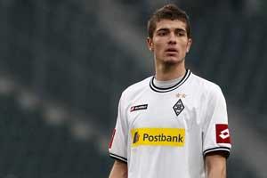 Schalke sign midfielder Roman Neustadter