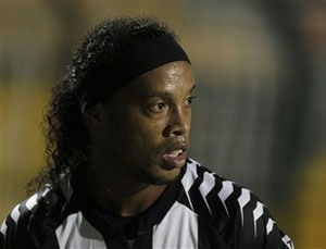 Fans convinced me to stay: Ronaldinho