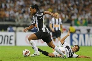 Ronaldinho Close to Joining Santos