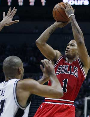 Rose scores 29 as streaking Bulls stop Spurs 96-89
