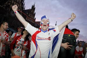 UEFA Euro 2012: Russia slams 'dishonourable' behaviour of fans