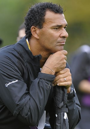 UEFA Euro 2012: Gullit opposes yellow cards for protesting racism