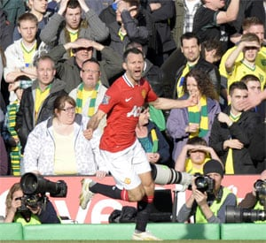 Ryan Giggs marks landmark with priceless winner