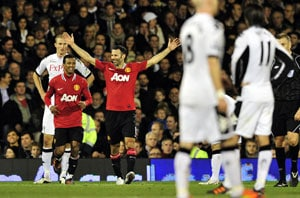 Giggs leads Manchester United rout