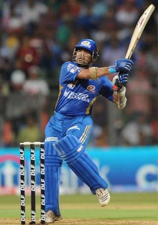 Tendulkar joins Mumbai Indians camp after toe check-up