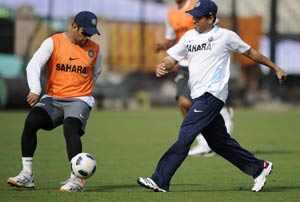 Relaxed Sachin unwinds with football