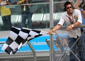 Tendulkar waves chequered flag as Vettel emerges champion