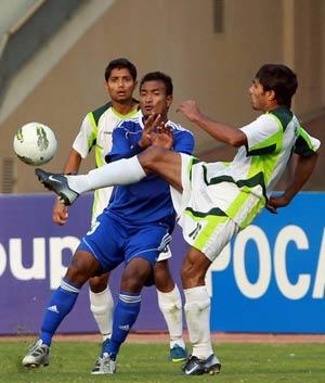 SAFF Cup: Maldives, Nepal in semi-finals
