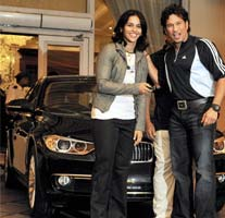 Sachin Tendulkar presents BMW car to shuttler Saina