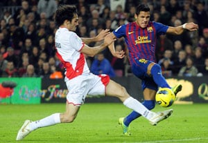 Sanchez double as Barca cut Real lead to three