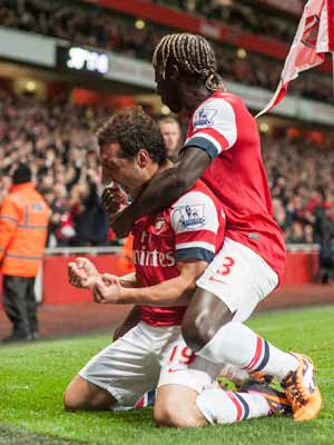 Arsenal clear at top with 2-0 win over Liverpool