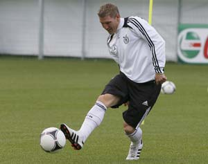Euro 2012: Schweinsteiger fit to face Italy, insists Joachim Loew