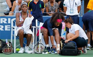 Injury scare for Serena after doubles mishap