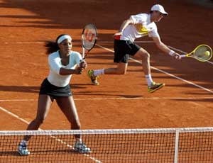 Serena Williams out in 1st round of mixed doubles