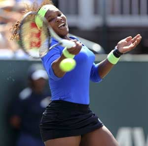 Serena, Venus march forward in Charleston