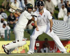 2nd Test: Pakistan fight but England hold the edge
