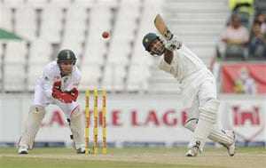 2nd Test: Centurions Younis Khan, Asad Shafiq give Pakistan share of Day 1 spoils