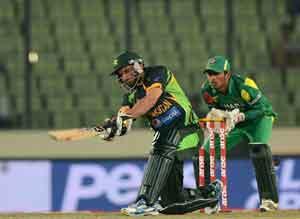 Shahid Afridi, Fawad Alam help Pakistan stun Bangladesh to enter Asia Cup final