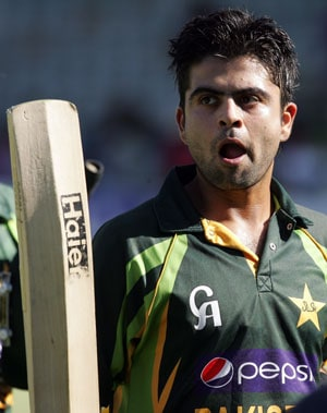 Record-setting Ahmed Shehzad leads Pakistan to victory over Zimbabwe in second T20I